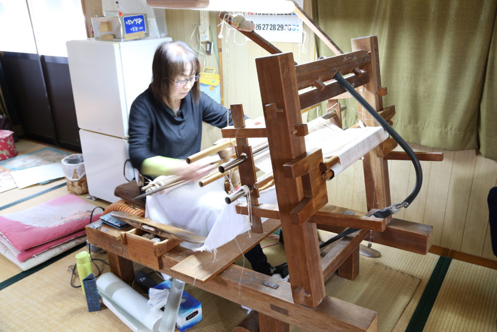 「本場結城紬」の伝統継ぐ 小山市の須藤英さん